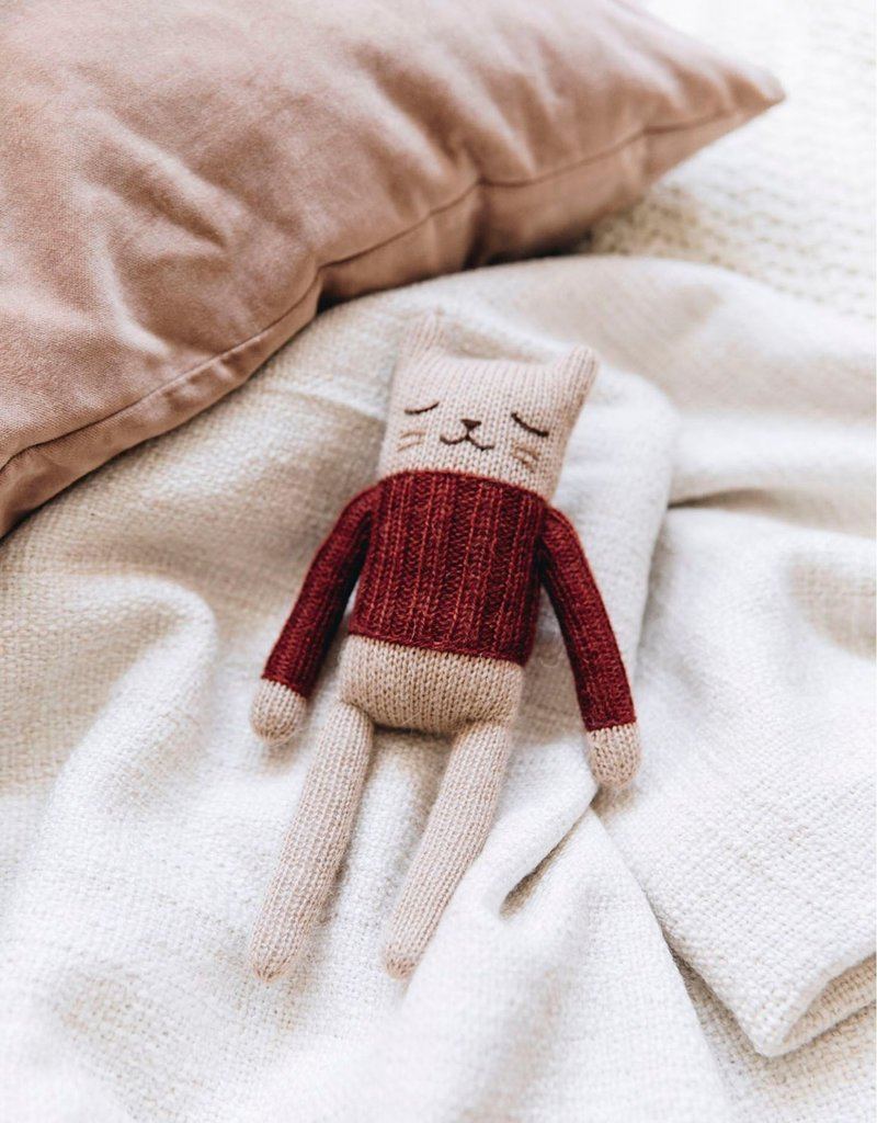 Main sauvage Kitten soft toy, sienna sweater