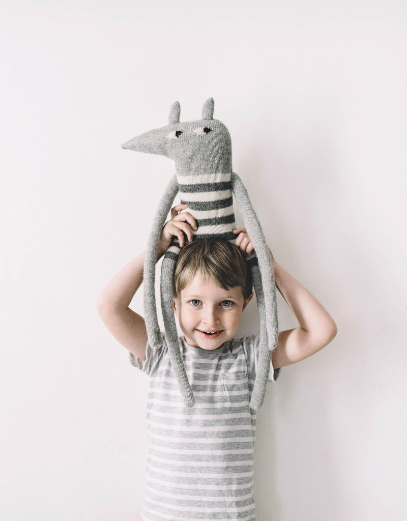Main sauvage Big wolf soft toy, white and grey stripes