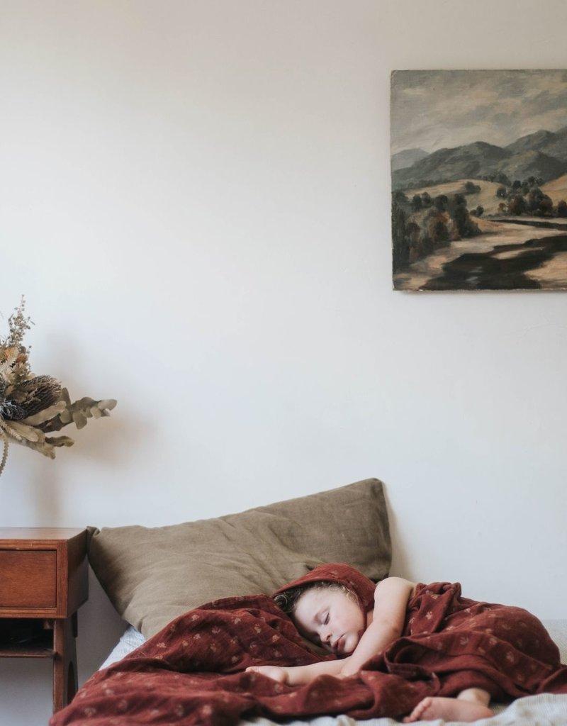 Main sauvage Swaddle, hawthorns / 110 x 110 cm
