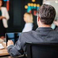 Een bureaustoel afstellen: 7 stappenplan