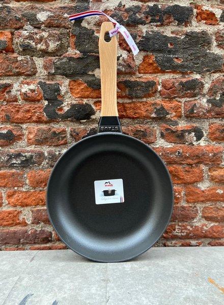 Staub gietijzeren koekenpan houten steel 24 cm