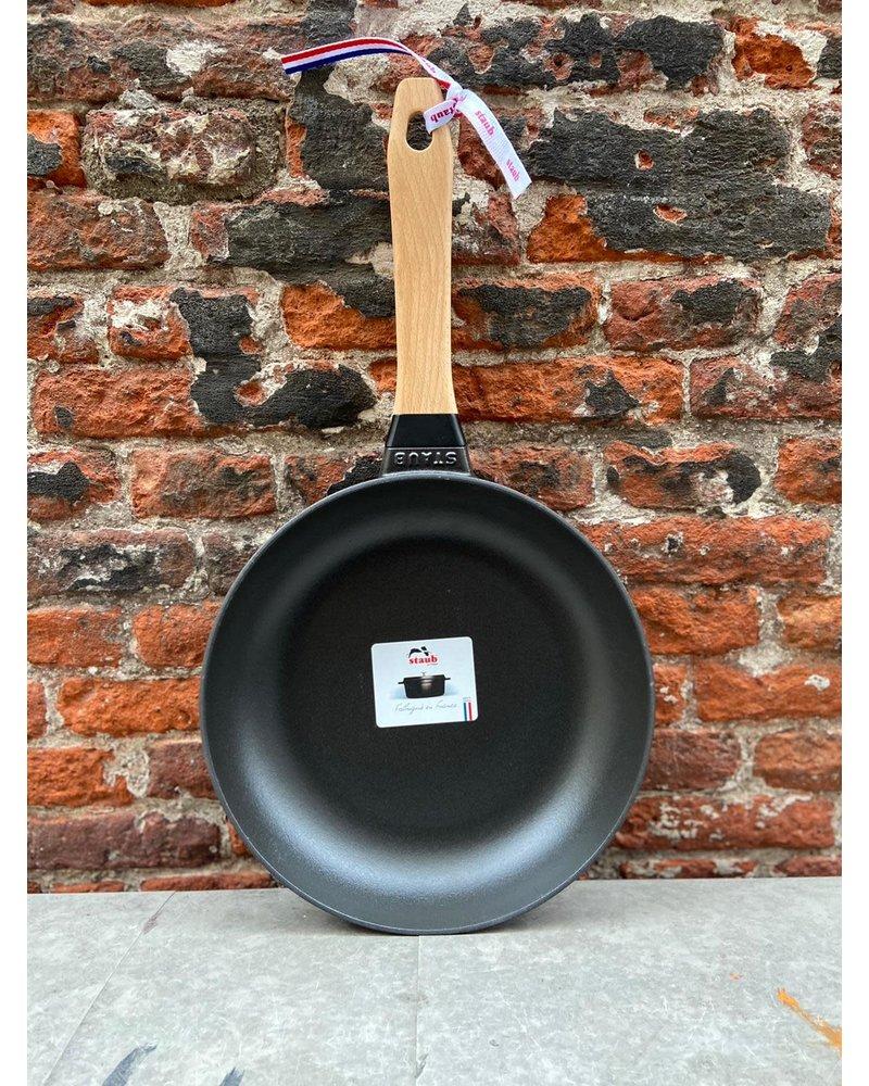 Staub Staub gietijzeren koekenpan houten steel 24 cm