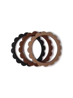 Mushie Bijtring Flower bracelet | Black-Natural-Caramel