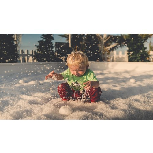 Create your own snowballfight with this SnowBox