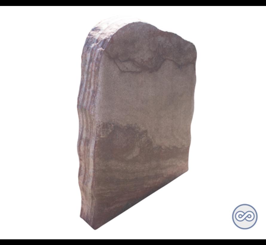 Ruw gevormde staande grafsteen