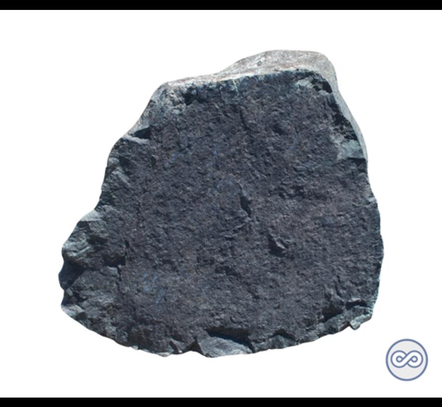 Ruwe steen met vlakke voorkant