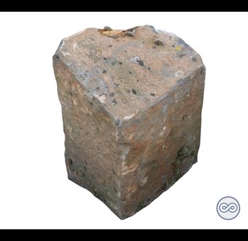 Grafsteenwinkel Ruwe basalt zuil