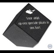 Grafsteenwinkel Trapeziumvormige zwarte bijzetsteen met mooie tekst