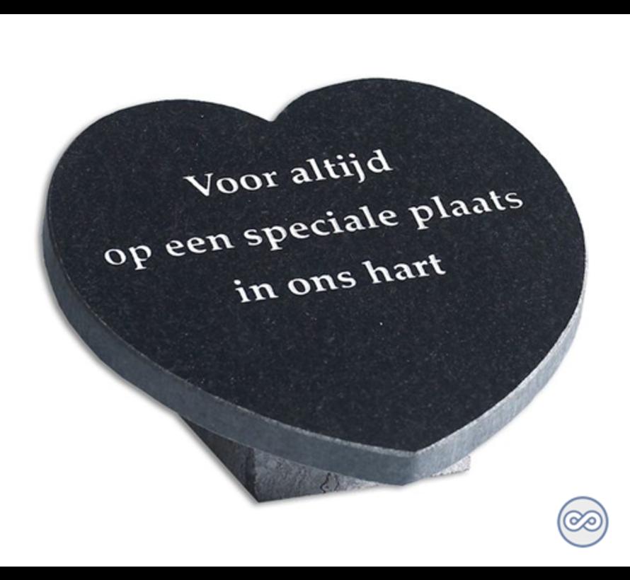 Hartvormige bijzetsteen van graniet met liefdevolle tekst