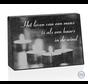 Staande bijzetsteen met gelaserde foto van kaarsen