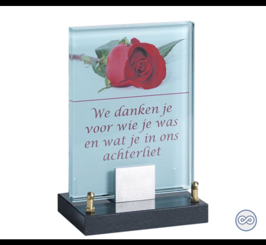 Glasmonument met afbeelding van een roos