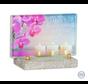 Kleurrijk glasmonument bloemen en kaarsen
