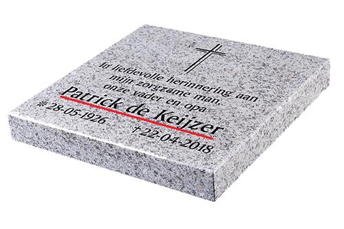 Naam overledene op grafsteen