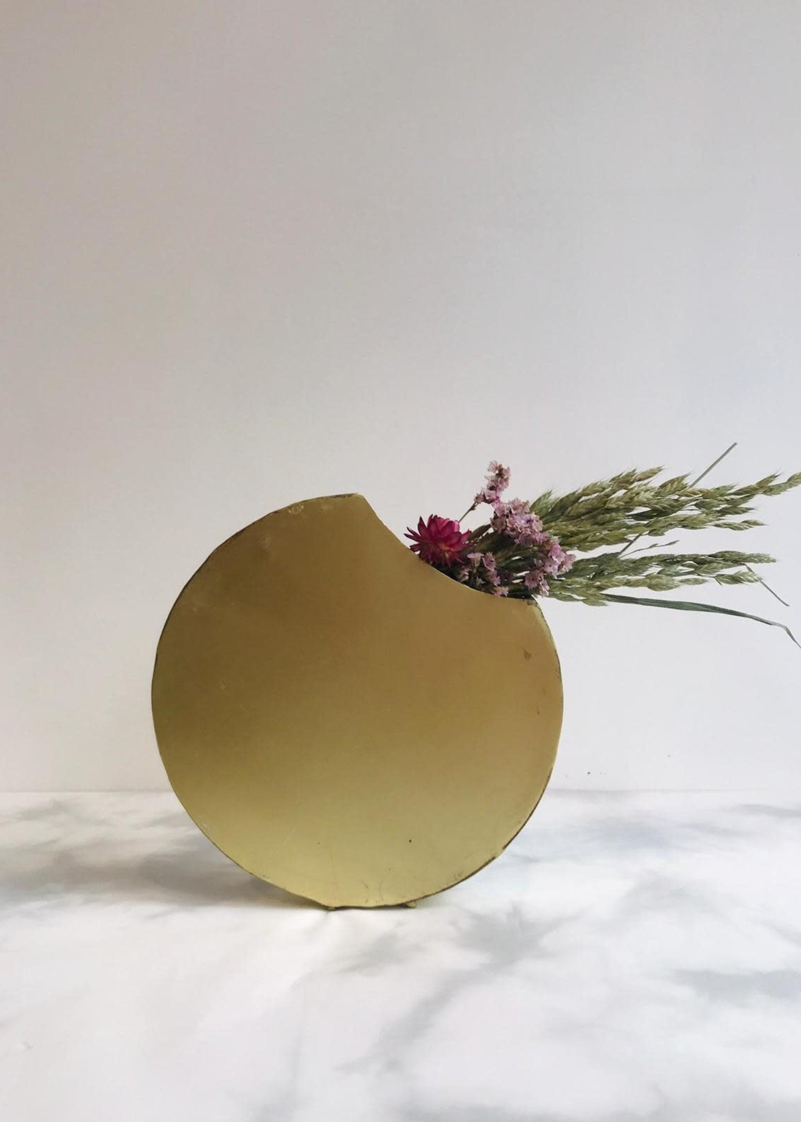 Naman Project Vaas MAAN ECLIPSE goud metaal 3 x 18 x 18 cm