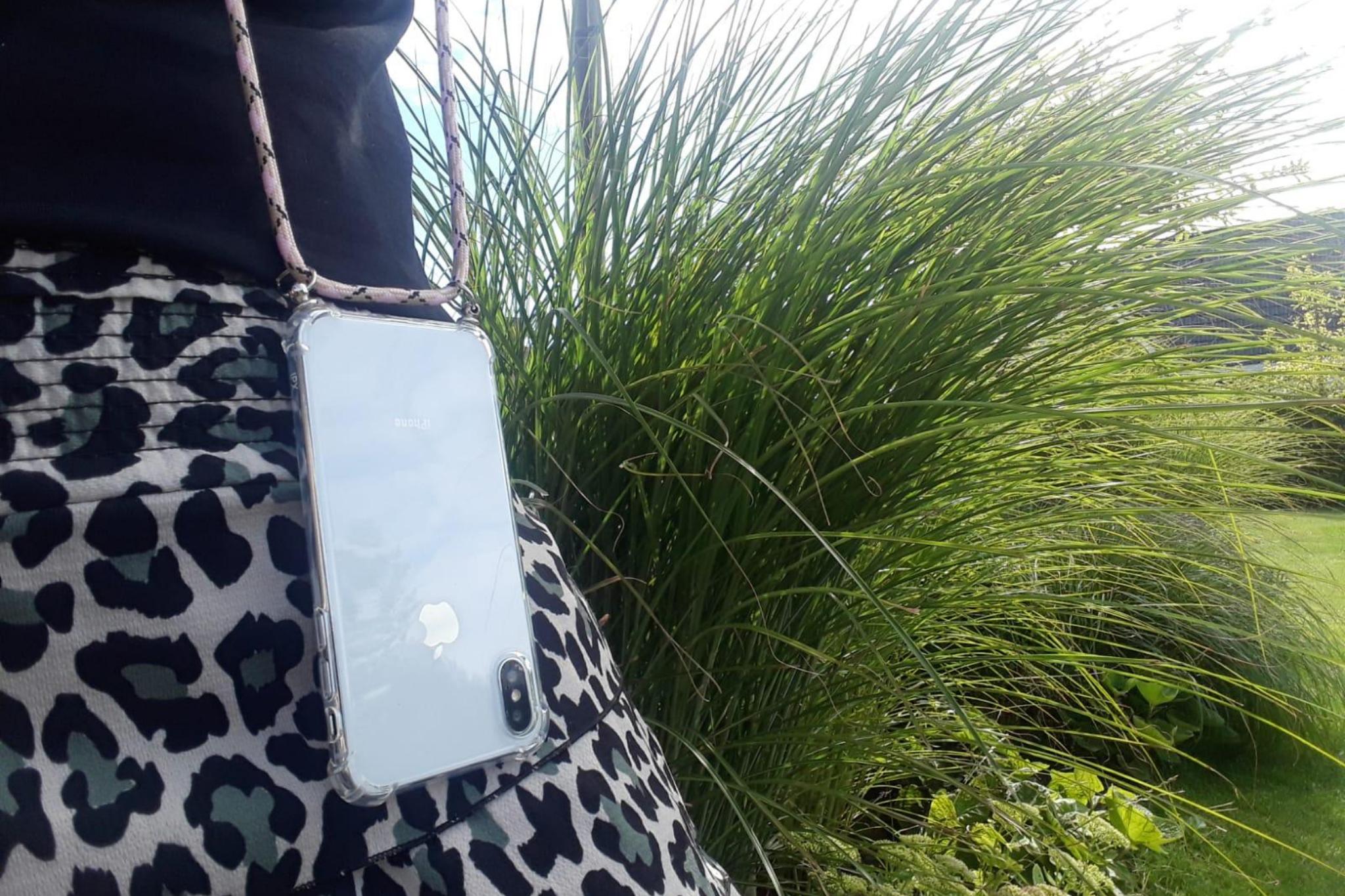 Transparant hoesje iPhone XR | Incl. Roze + bruin koord