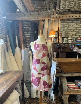 Le grenier du lin Apron geometric fushia