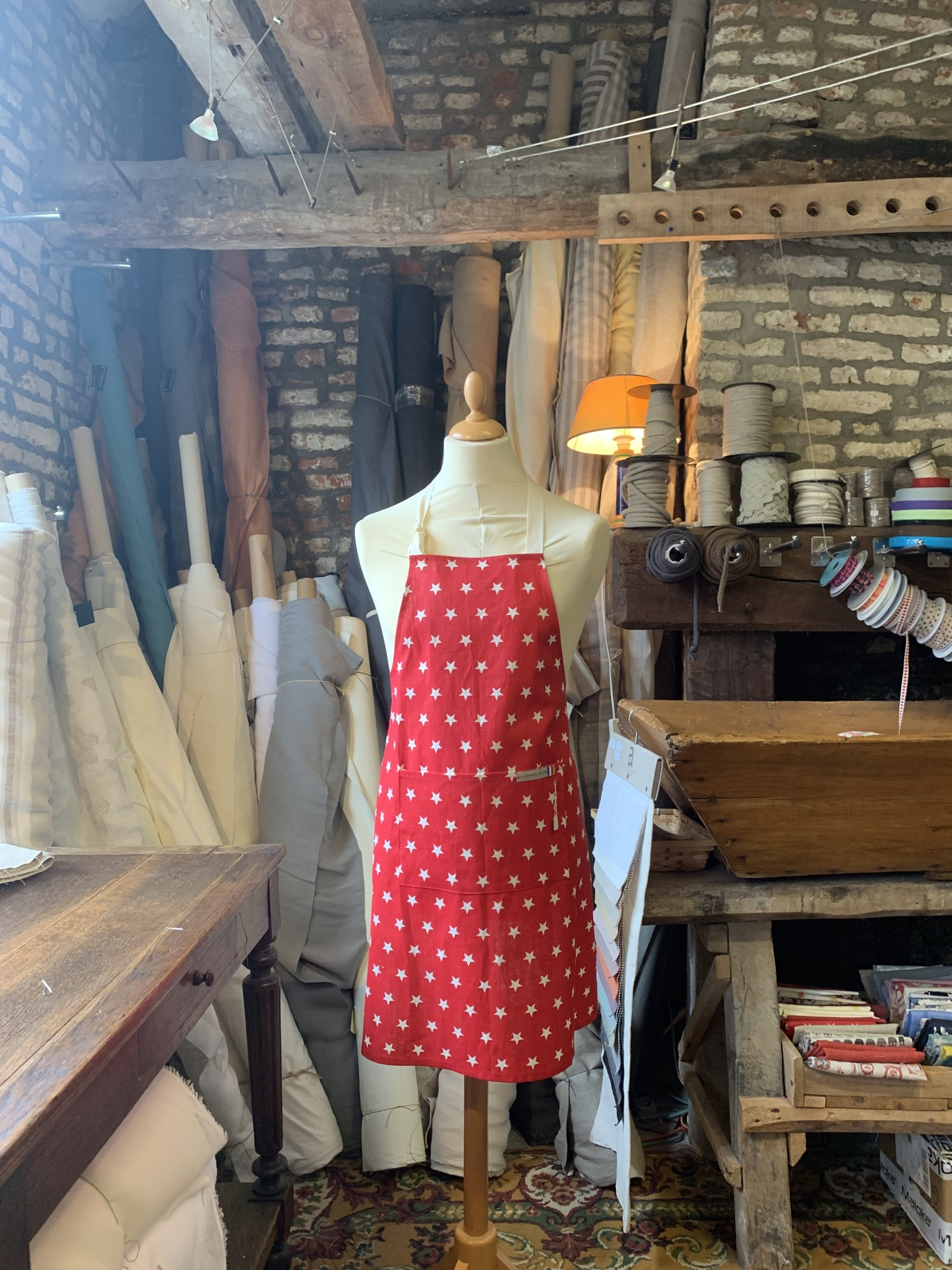 Le grenier du lin Apron red with flowers