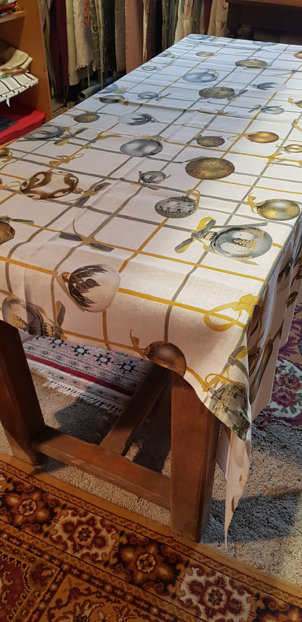 Le grenier du lin Tablecloth with Christmas decorations
