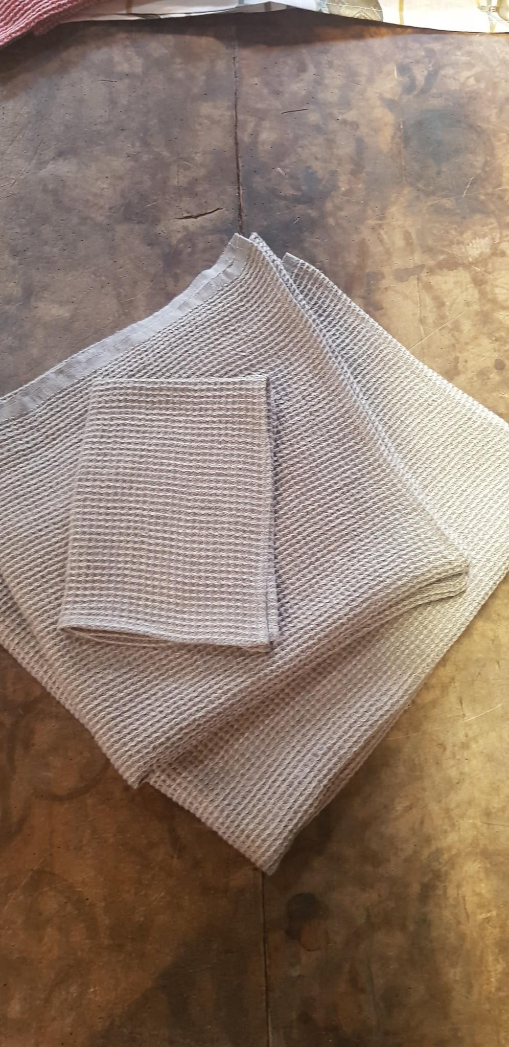 Honeycomb toilet glove