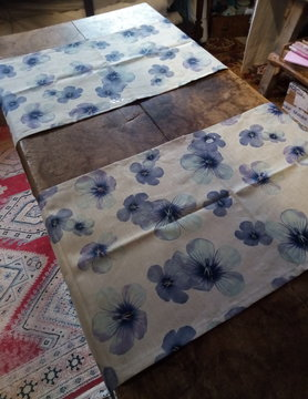 "Le grenier du lin Table runner ""large linen flower"""