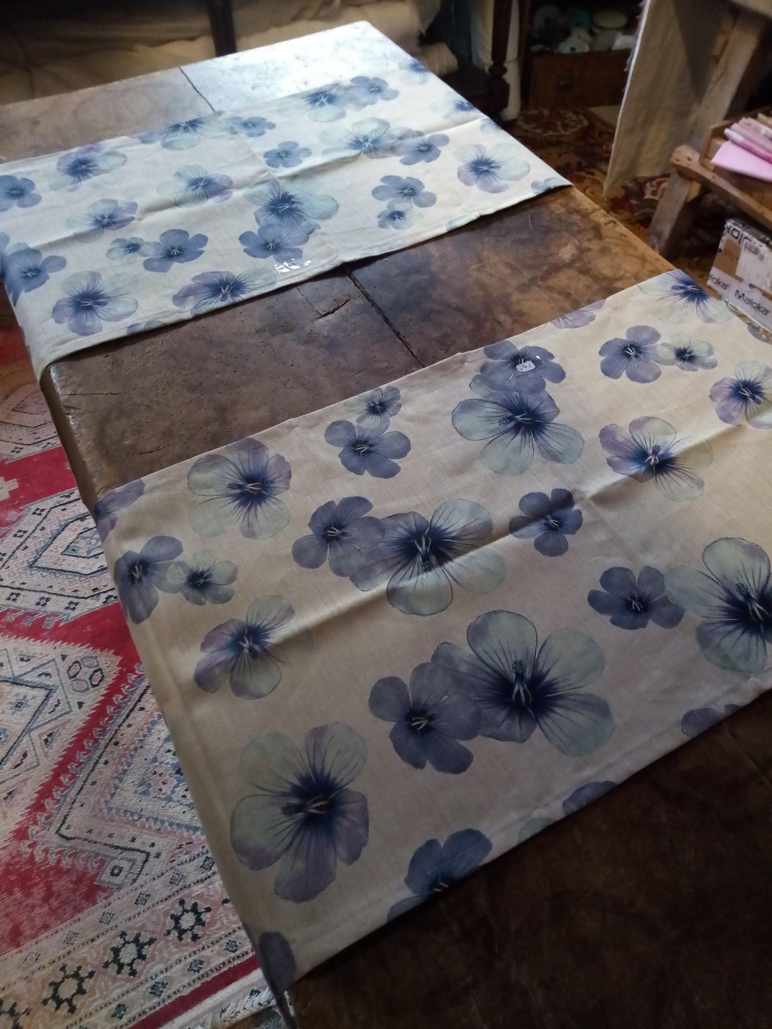 "Le grenier du lin chemin de table "" grande fleur de lin """