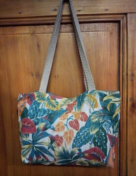 Le grenier du lin Linen handbag in coloured foliage