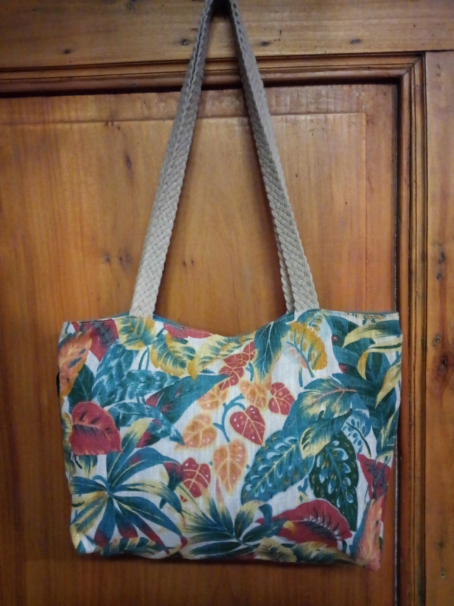 Le grenier du lin Linen handbag in coloured foliage