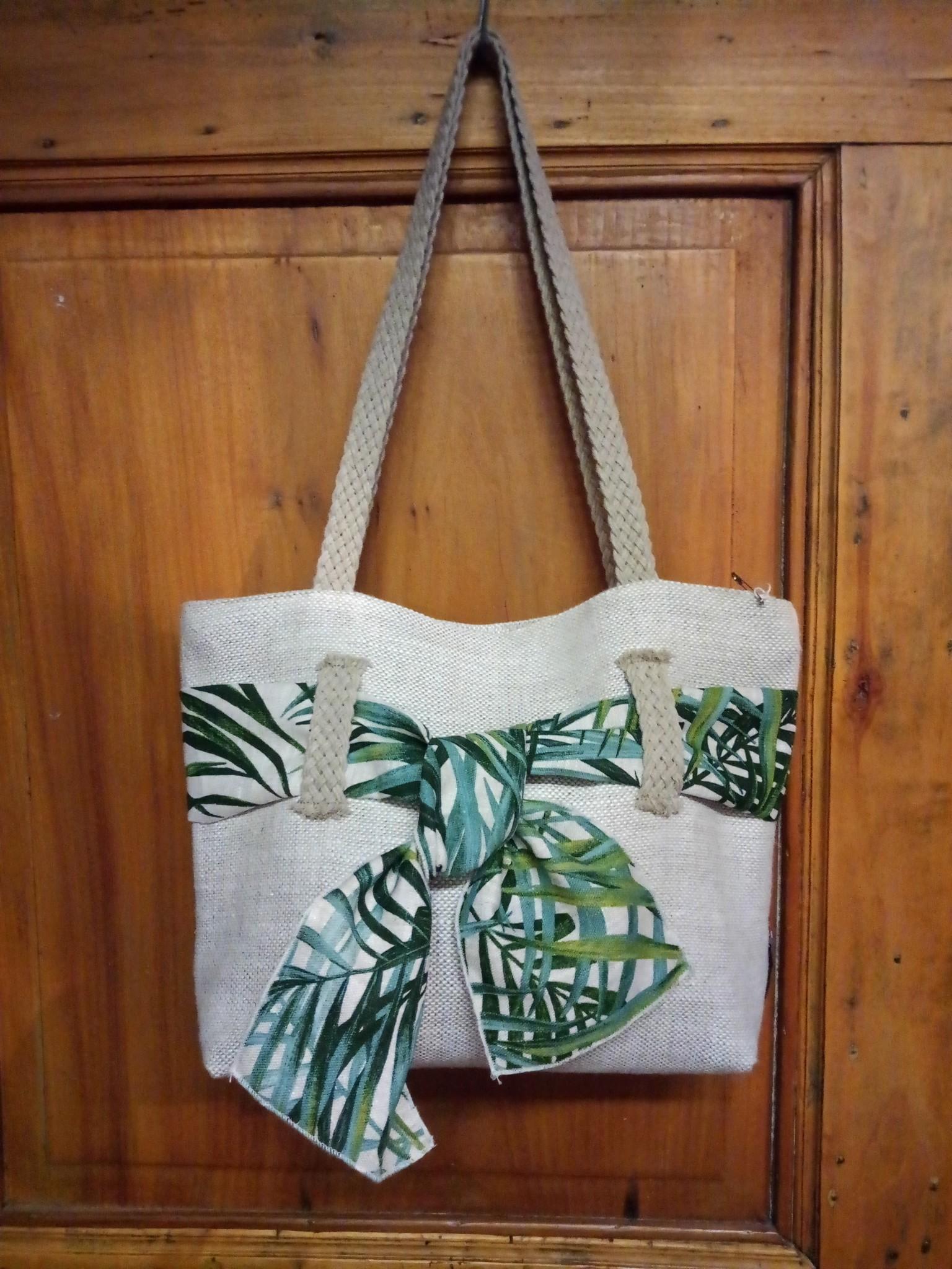 Le grenier du lin Handbag in linen knot palm tree motif.