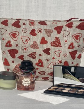 "Le grenier du lin Toiletry bag ""heart"""