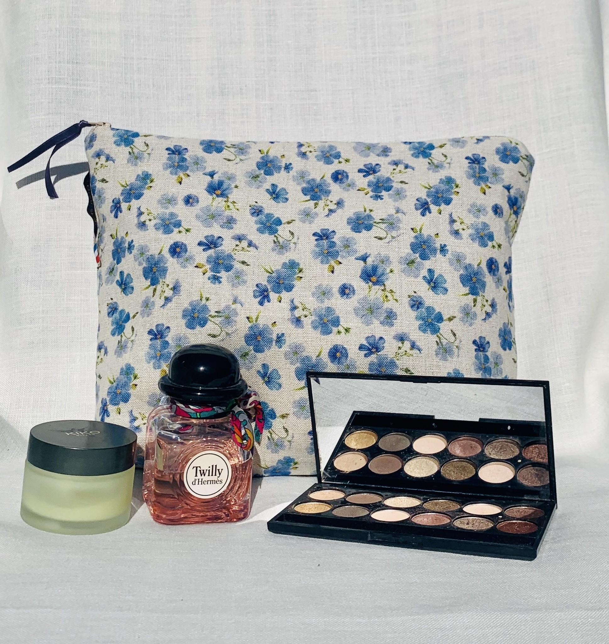 """Le grenier du lin """"Linen flower"""" toilet bag"""