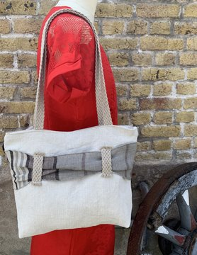 Le grenier du lin White bag with grey passageway