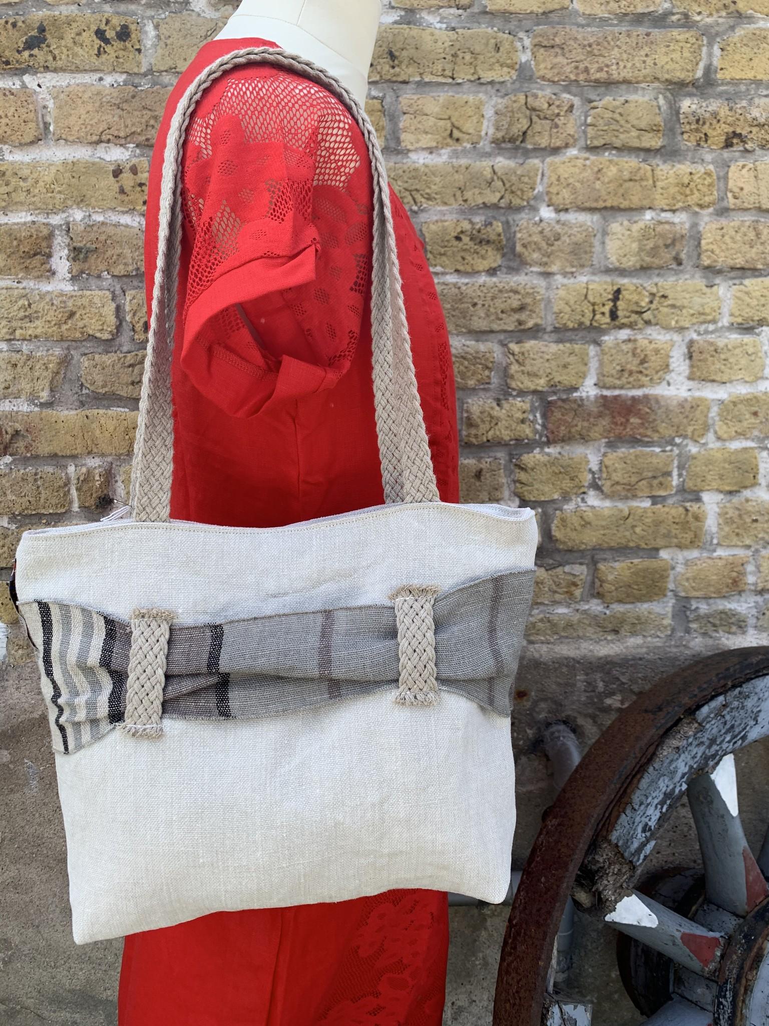 Le grenier du lin White bag with grey passageway