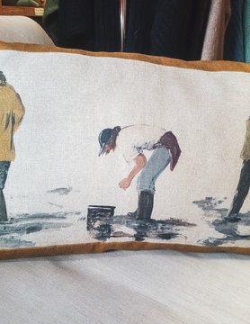 "Rectangular ""fisherman"" cushion"