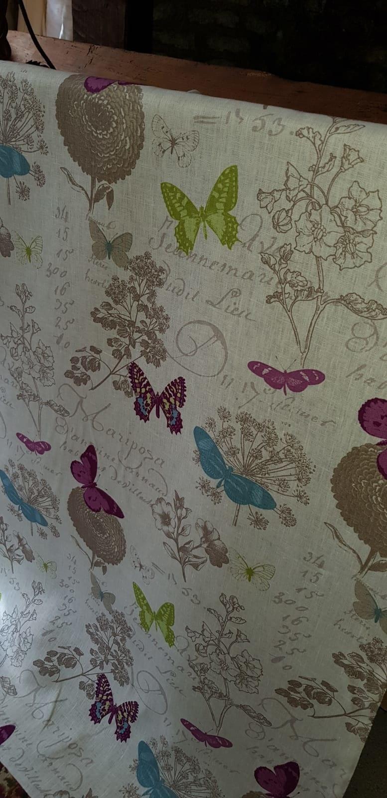 stof gekleurde vlinders op witte achtergrond