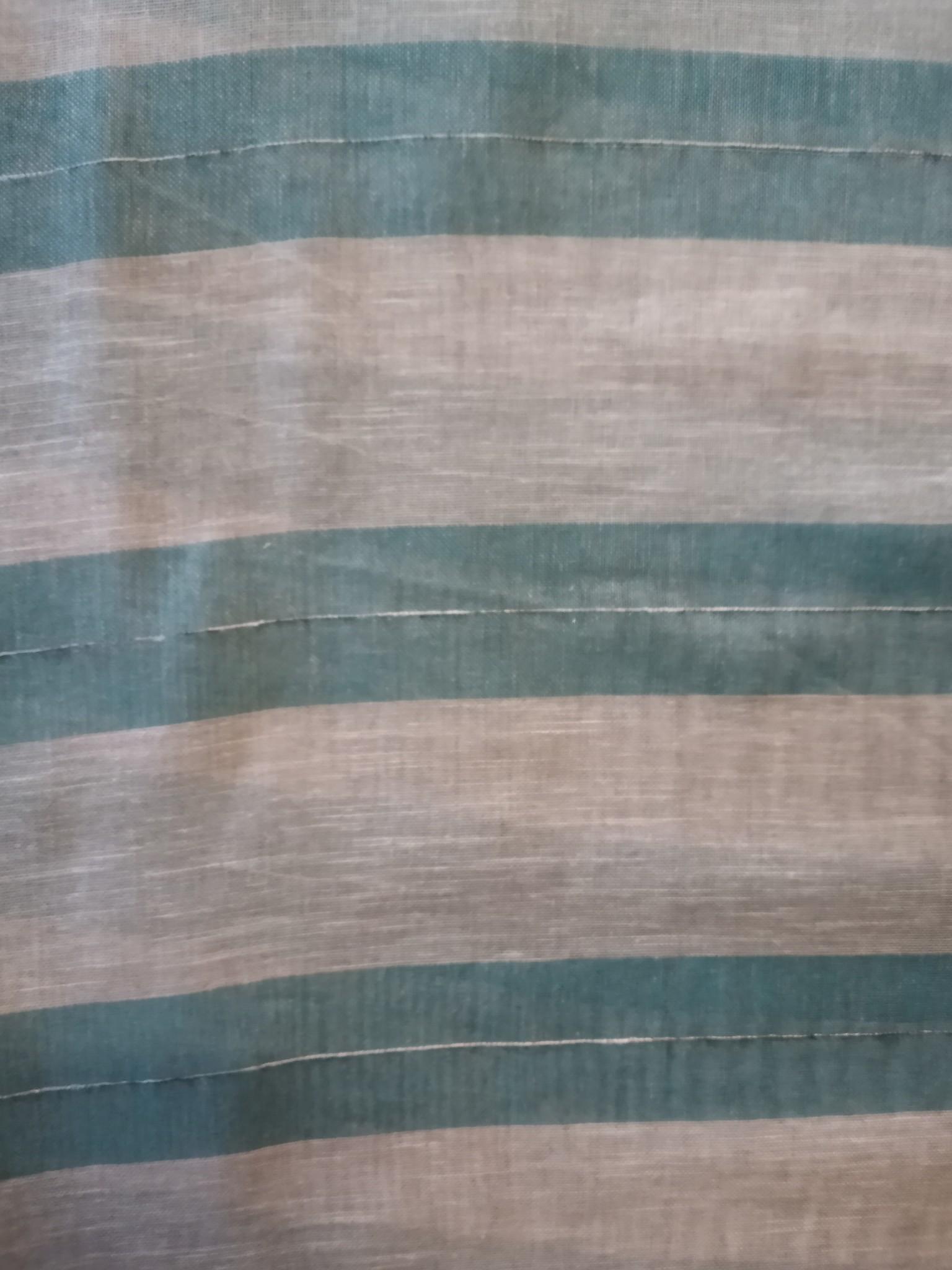 Ecru en blauw gestreept gordijn