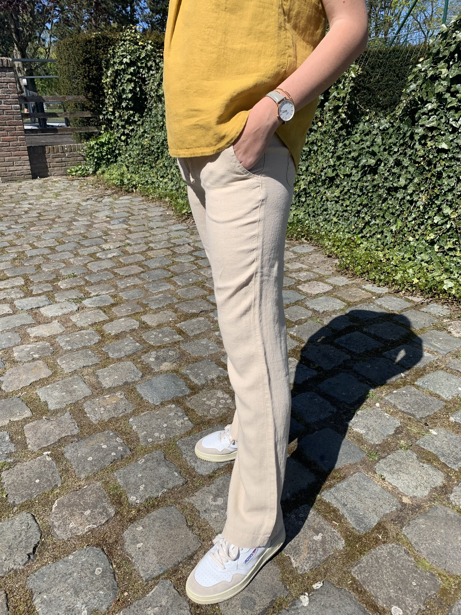 Women's trousers with zip in beige