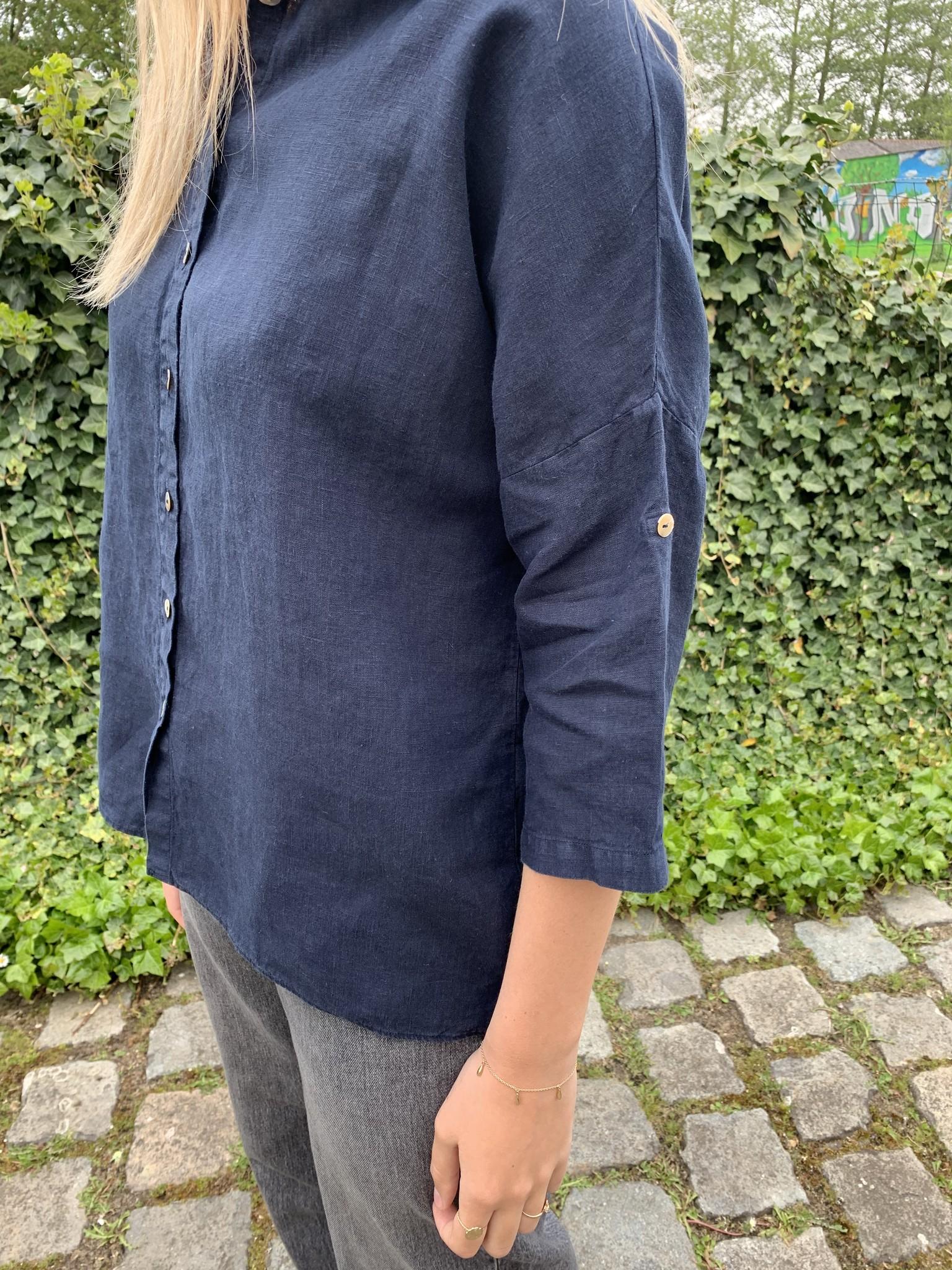 grote blouse in marineblauw linnen