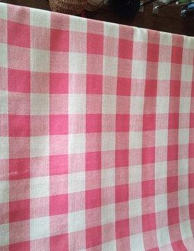 Tissu en lin à carreaux rouge et naturel