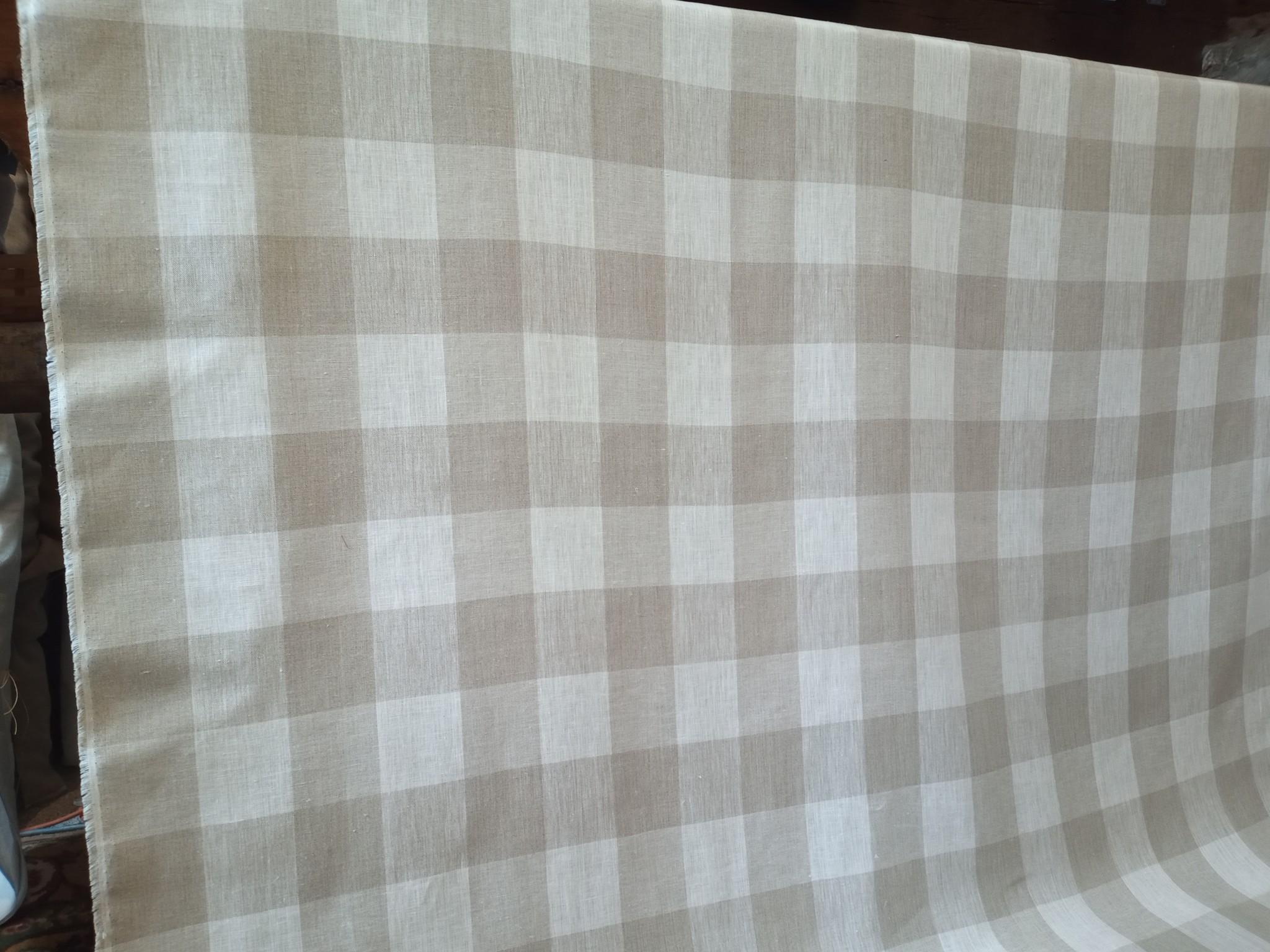 Natuurlijke en gebroken witte geruite stof