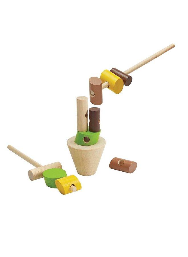 Blokken aan houten pen rijgen 3y+