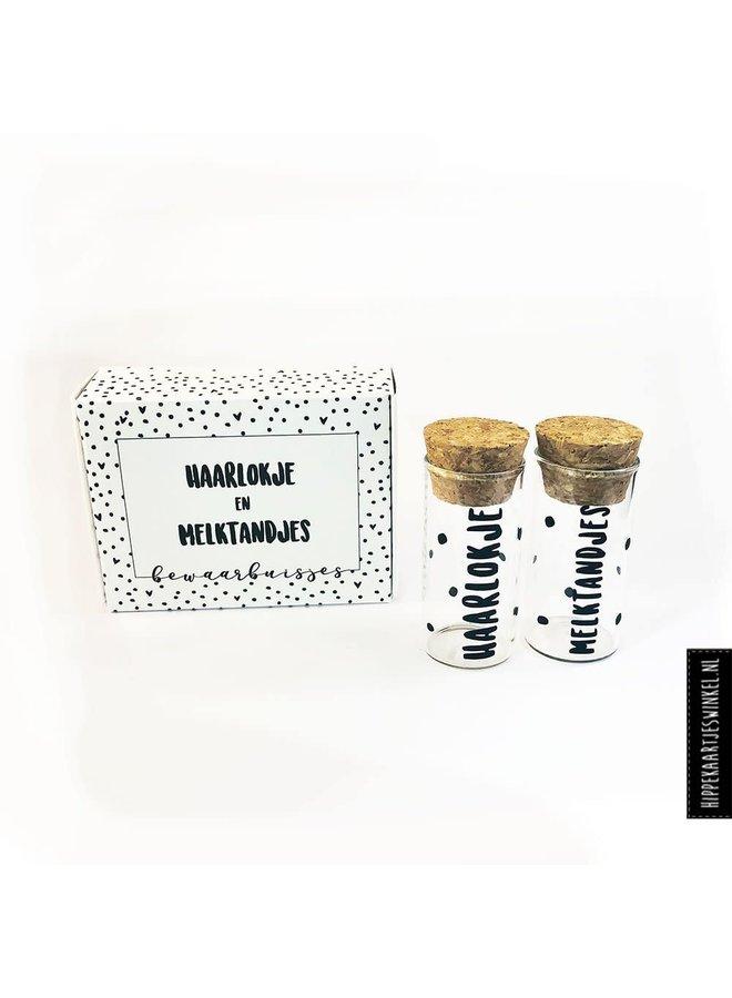 Haarlokje en melktandjes buisjes in cadeauverpakking