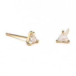 Triangle sparkly oorknopjes - goldplated