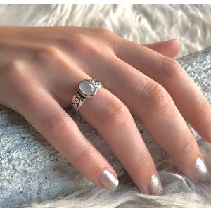 Zilveren ring met Moonstone