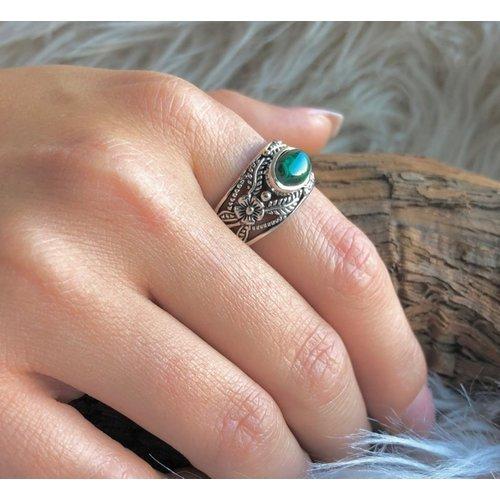 Bewerkte Bali style zilveren ring Malachiet