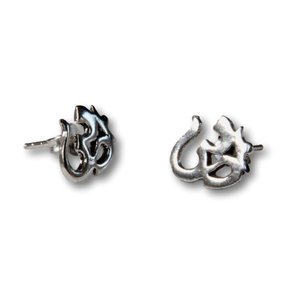 Zilveren oorknopjes Ohm