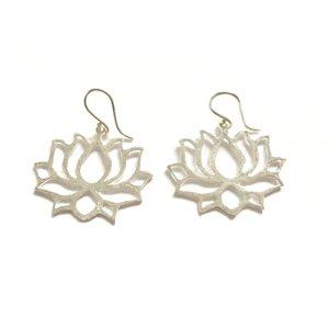 Lotus oorbellen zilverkleurig