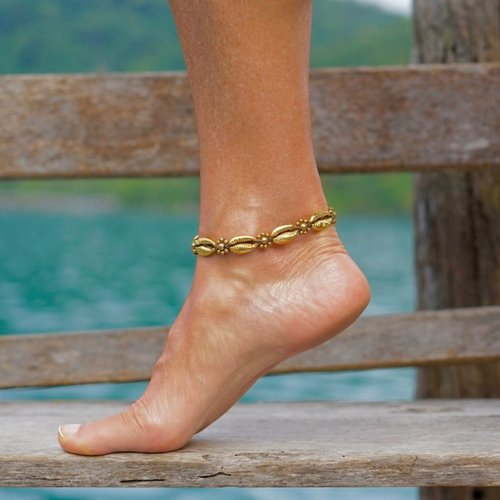 Enkelbandje schelpjes Golden Cowrie