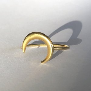 Goldplated ring Crescent moon