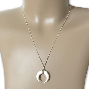 Zilveren ketting Crescent moon bone