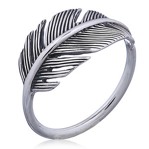 Zilveren feather ring